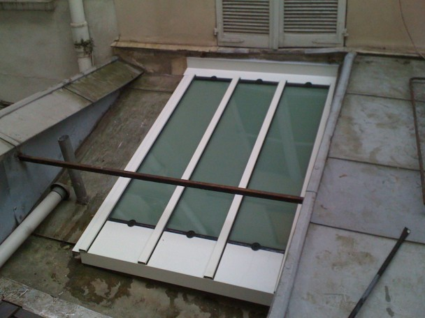 Pose de fenêtre sur toit en pente particulier