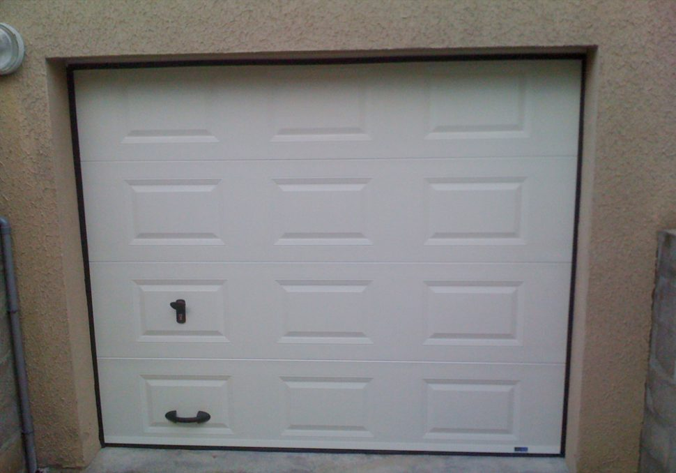 Porte de garage à ouverture sectionnelle